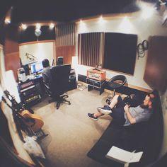 "Guba Gergő on Instagram: ""Voiceover Recording #VSCOcam #rec #studio #sound #iphonography #fisheye #vscodaily #voiceover #bhs #audio @fodortibi"""