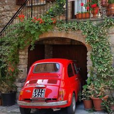 ▪ Tag a friend who want to be surprised by a red girl  #fiat500 •••••••••••••••••••••••••••• ▪ Photo by @toscana_gid •••••••••••••••••••••••••••• ▪ Tag your best photos with #fiat500popart and follow us to be feautured ••••••••••••••••••••••••••••