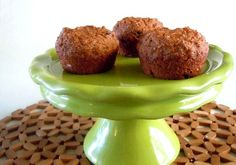 Carrot Applesauce Muffins are reminiscent of Carrot Cake without the icing. Sweet and light all by themselves. - add more applesauce to replace the oil and lower the sugar content Vegan Sweets, Vegan Desserts, Healthy Desserts, Vegan Recipes, Vegetarian Snacks, Vegan Food, Healthy Foods, W Watchers, Vegan Muffins