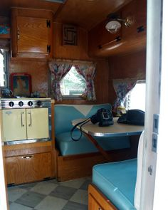 Cowgirl Caravan- Vintage Travel Trailer Tour - Photographs at onehorsephotography.com