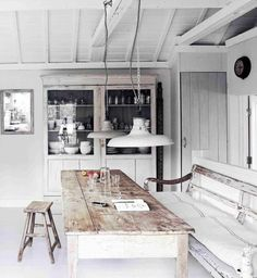 The kitchen is among the rooms we utilize usually in the house. Consequently we need to design it to the greatest. One great kitchen design is rustic Scandinavian kitchen design. Vintage Interior Design, Interior Design Kitchen, Kitchen Designs, Casas Shabby Chic, Scandinavian Kitchen, Scandinavian Interiors, Scandinavian Style, Shabby Chic Kitchen, Vintage Kitchen