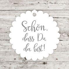 """Geschenkanhänger Kalligrafie - Schön, dass Du da bist: Geschenkanhänger aus unserer Hochzeitsserie """"Rose"""" mit dem Text """"Schön, dass Du da bist"""" in kalligrafischer ..."""