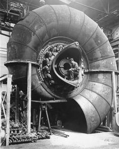 """TheCollageEmpire on Instagram: """"Repost @lostfoundartny ・・・ Massive 9000 horsepower Voith turbine being built in Germany in 1928 for power plant in Norway. Looks like a…"""" Zeppelin, Old Photos, Vintage Photos, Pin Up Retro, Steam Turbine, Wind Turbine, Foto Poster, Industrial Revolution, Nautilus"""