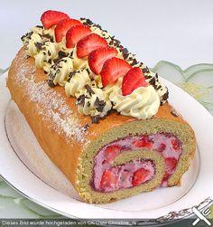 Biskuitrolle mit Erdbeer - Quark - Sahnefüllung, ein schmackhaftes Rezept aus der Kategorie Kuchen. Bewertungen: 96. Durchschnitt: Ø 4,5.