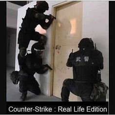 Cs Go Irl ! Video Game Logic, Video Games Funny, Funny Games, Funny Gaming Memes, Gamer Humor, Stupid Funny Memes, Funny Cute, Really Funny, Hilarious
