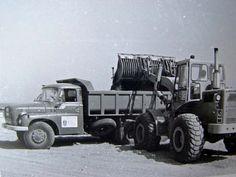 Tatra T 148 wordt geladen door een Cat 920 jaren 70.