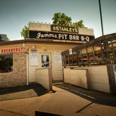 Stanley's Bar-B-Q Pit in East #Texas features sweet-tangy sauces.