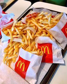 Think Food, Love Food, Sleepover Food, Junk Food Snacks, Fast Food, Food Goals, Aesthetic Food, Food Cravings, Food Pictures