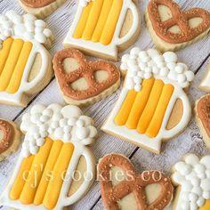 Beer and pretzel cookies pub cookies Beer Cookies, Iced Sugar Cookies, Fancy Cookies, Cut Out Cookies, Cute Cookies, Royal Icing Cookies, Cupcake Cookies, Cookies Et Biscuits, Pretzel Cookies