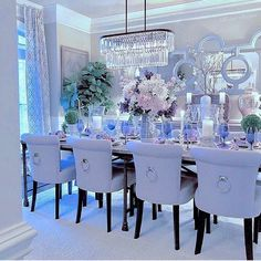 With the change of the season, many homeowners feel inspired to decorate and remodel their homes. To help you with your spring interior design efforts, I share my top ten decorating tips and tricks to help you decorate like a pro! Dining Room Table Decor, Elegant Dining Room, Luxury Dining Room, Elegant Home Decor, Deco Table, Luxury Home Decor, Dining Room Design, Decorating Tips, Interior Decorating