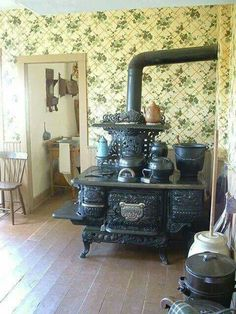 Vintage stove...I'd like one in my Kitchen as a decoration.  I'd have a modern gas stove/oven too, of course!