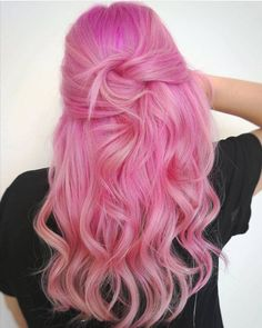 A Pink Hair Coloring Comprehensive Guide to getting that light pastel pink hair dye transform into a stunningly beautiful ombre pink hair styles and types. Pink Blonde Hair, Pink Hair Dye, Pastel Pink Hair, Pink Wig, Dyed Hair, Blush Pink, Blonde Curls, Curls Hair, Vivid Hair Color
