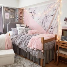 Light Grey Soft Loft Duvet Cover and Sham Set - Twin XL -Zimmer 2 - Dorm Room İdeas Pink Dorm Rooms, Cute Dorm Rooms, College Dorm Rooms, Dorm Room Ideas For Girls, Bedroom Ideas For Women In Their 20s, Cute Dorm Ideas, College Dorm Bedding, College Dorm Pictures, Best Dorm Rooms