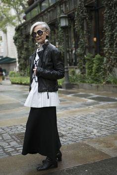 Lyn Slater in New York, über modische … - frauen ab 50 Mature Fashion, Older Women Fashion, 60 Fashion, Over 50 Womens Fashion, Fashion Over 50, White Fashion, Plus Size Fashion, Fashion Trends, Fashion Boots