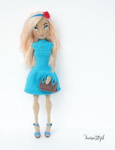 ◆ ❤ Willkommen VenelopaTOYS Muster Store ❤ ◆ ❥ ist dieses Angebot für ein Amigurumi Muster, nicht das fertige Spielzeug. ❥ Häkelmuster im PDF-Format gibt es in Englisch US Terminologie zu verwenden ❥ Das Muster enthält Stickerei Augen, Augenbrauen, Nase und Mund, Befestigung, Haare, eine Beschreibung der Kleidung, Schuhe und eine Tasche. ❥ fertigen ca. 23 cm. ❥ Puppe auf dem Rahmen. ❥ Muster ist sehr detailliert und enthält jede Menge Bilder. ❥ Wenn Sie irgendwelche Probleme nach dem Muster…