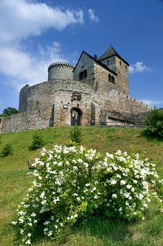Będzin - zamek Castle Illustration, Warwick Castle, Tatra Mountains, Romantic Escapes, Windsor Castle, Manor Houses, Tower Of London, Central Europe, Krakow