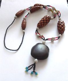VINTAGE 60'S HIPPIE ERA BEADED NATURAL PINECONE GLASS STATEMENT NECKLACE BEADS