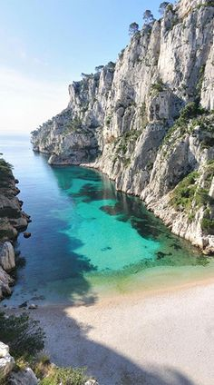 How beautiful does The Côte d'Azur, France look? #SuperyachtDestinations