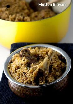 Tamil style spicy mutton biriyani made with seeraga samba rice, spice paste and green chillies Actifry Recipes, Goan Recipes, Lamb Recipes, Veg Recipes, Cooking Recipes, Andhra Recipes, Cooking Tips, Indian Chicken Dishes, Indian Chicken Recipes