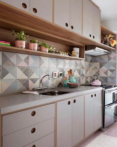 Simple Kitchen: 60 Beautiful and Cheap Decoration Tips! - Home Fashion Trend Kitchen Room Design, Kitchen Cabinet Design, Kitchen Sets, Modern Kitchen Design, Home Decor Kitchen, Home Decor Bedroom, Interior Design Kitchen, Kitchen Furniture, Home Kitchens
