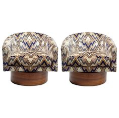 A pair of barrel back lounge chairs upholstered in original chevron-like patterned fabric raised on a tall round swivel plinth veneered in rosewood. By Milo Baughman for Thayer Coggin. Home Decor Furniture, Vintage Furniture, Vintage Chairs, Modern Furniture, Old Greenwich, Milo Baughman, Furniture Placement, Fall Home Decor, Mid Century Furniture