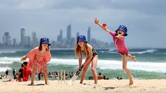 kIDS play beach cricket in their Sunday Mail bucket hats. HAVING A BALL: Poppy Fitzpatrick, Daisy Fitzpatrick, and Emma Morley, play beach cricket . Beach Activities, Camping Activities, Christmas In Australia, Australian Christmas, Christmas Portraits, Christmas Mini Sessions, Natural Sunscreen, Christmas Makes, Christmas Stuff