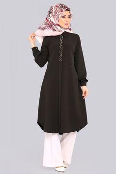 ** YENİ ÜRÜN ** İnci Detay Tunik Siyah Ürün kodu: ATL134 --> 59.90 TL Iranian Women Fashion, Islamic Fashion, Black Women Fashion, Muslim Fashion, Frock Fashion, Abaya Fashion, Fashion Dresses, Hijab Dress, Hijab Outfit