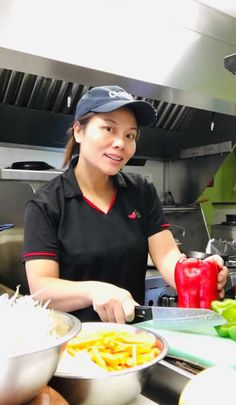 She's a hard working, professionally trained Thai Chef from Bangkok, now with her own Victoria's Cafe in South Hero, Vermont. This lady has come a long way since becoming a US citizen. She started her own businesses, cooking courses in-person and online and she has even published her own book (link below). Quite a list of first time achievements for a woman in business, and a leading example for those who have also come to the USA in hopes of starting their own businesses. #afflink