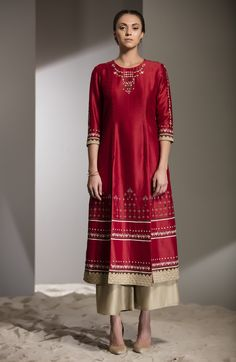 Red Applique Work Tunic Set in Chanderi - 2748 Pakistani Dresses, Indian Dresses, Indian Outfits, Kurta Designs Women, Blouse Designs, Pakistani Fashion Casual, Embroidery Suits, Embroidery Fashion, Desi Clothes