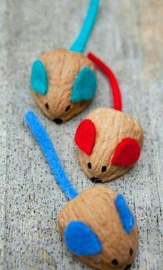 Ratón con cáscara de nuez.