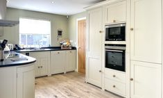 New England Style, England Fashion, Beach House, Kitchen Cabinets, Luxury, Home Decor, Beach Homes, Decoration Home, Room Decor