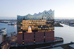 """Reflective partial coating """"ipachrome design"""" makes the Elbe Philharmonic Hall shine. Architectural Photographers, San Francisco Skyline, Building, Photography, Design, News, Glass, Projects, Sands"""