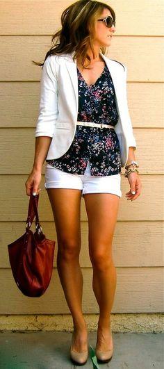 Love white, blazer and flowers ah its presh