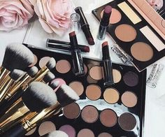 We are all aware of the fact that most women cannot live without make-up. It is important though that if you know how to put them on, you should know how to remove them as well. Make-up helps us hide our imperfections and flaws, as we Dupe Makeup, Skin Makeup, Makeup Brushes, Makeup Eyebrows, Beauty Brushes, Makeup Set, Eyeshadow Brushes, Makeup Ideas, All Things Beauty