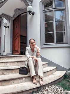 White look mood Instagram: @LauraKobels Creative Director: Laura Kobels