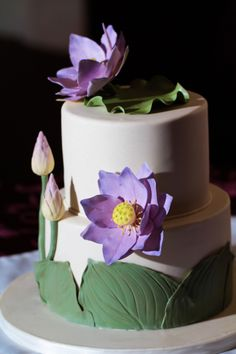 {Pretty Lotus Flowers and an innovative way to display its Leaves on the side of the cake by Rommy/Cakes With a Kick} Pretty Cakes, Beautiful Cakes, Amazing Cakes, Wedding Cake Photos, Wedding Cakes With Flowers, Lotus Cake, Pond Cake, Bolo Floral, Cake Decorating For Beginners