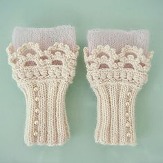 Ravelry: elf clobber pattern by schnuddel Fingerless Gloves Knitted, Crochet Gloves, Knit Mittens, Knitting Projects, Crochet Projects, Knitting Patterns, Crochet Patterns, Diy Crochet And Knitting, Crochet Cross