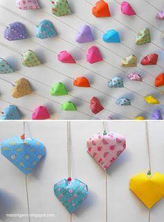 origami - móviles de corazones plegados en papel