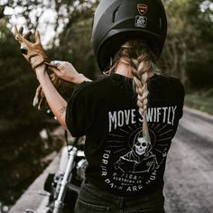 """efficacyclothing: """"Move swiftly for your days are numbered. Patty Pringle Tarli // Sidney Young (at Springfield, Missouri) """" efficacyclothing: """"Move swiftly for your days are numbered. Patty Pringle Tarli // Sidney Young (at Springfield, Missouri) """" Moto Chopper, Chopper Motorcycle, Motorcycle Outfit, Biker Chick Outfit, Motorcycle Girls, Sportster Motorcycle, Bobber Chopper, Lady Biker, Biker Girl"""