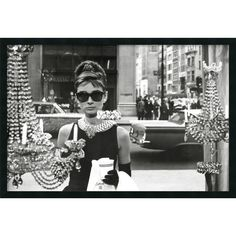Holly Golightly (Audrey Hepburn), picture from the series Breakfast at Tiffany's by Blake Edwards, LUMAS Artist ✓ Audrey Hepburn Outfit, Audrey Hepburn Poster, Audrey Hepburn Breakfast At Tiffanys, Aubrey Hepburn, Blake Edwards, Holly Golightly, Old Hollywood, Hollywood Vanity, Hollywood Photo