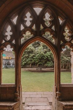 Oxford University boasts many magnificent buildings but which are the best and most beautiful colleges? Here are the top, according to an Oxford student! Slytherin Aesthetic, Visualisation, Harry Potter Wallpaper, Harry Potter Universal, Aesthetic Pictures, Light In The Dark, Aesthetic Wallpapers, Medieval, Decoration