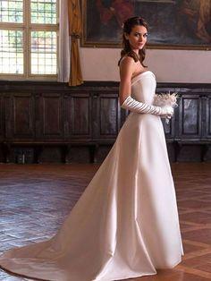Abito da sposa semplice elegante in mikado di seta linea redingote