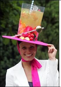 Kentucky Derby Style: Fancy Hats and Fascinators - - The Kentucky Derby is here! Derby season kicks off the Spring hat season! First it's the Derby and then the Central Park Conservancy's annual Frederick Law Olmsted Luncheon this Wedne…. Crazy Hat Day, Crazy Hats, Party Fotos, Carmen Miranda, Derby Day, Derby Time, Kentucky Derby Hats, Kentucky Derby Fashion, Diy Hat