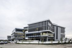 Sable Park comprises two four-storey buildings of and respectively with two levels of underground parking. The buildings are each split into two wings with a central core and full height atrium bringing light into the centre of the expansive floor plates. Table Mountain, Parking Design, Commercial Design, Atrium, Architects, Facade, Centre, Buildings, Multi Story Building