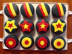 Crows cupcakes 8th Birthday, Birthday Cakes, Birthday Parties, Sport Cakes, Office Parties, Crows, Lincoln, Cake Ideas, Cupcakes