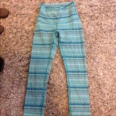 Lululemon Space Dye Legging Size 4. No signs of wear, no piling, in perfect like-new condition. Cheaper on Ⓜ️ lululemon athletica Pants Leggings