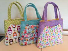 Tote bag pattern for a spacious bag with deep front pocket and zippered pocket on the back; 3 sizes are included. Jean Purses, Diy Bags Purses, Potli Bags, Purse Patterns, Sewing Patterns, Love Sewing, Hobo Bag, Bag Making, Diaper Bag