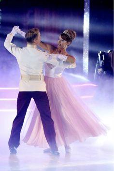 Amy Purdy and Derek Hough perform a 'Cinderella'-themed Waltz on #DWTS Week 5 (4/14/14)