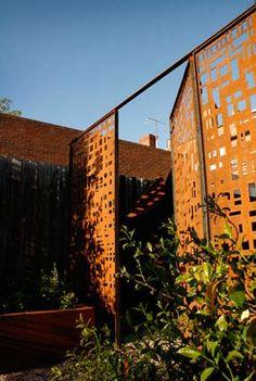 Házszámok, kapuk, kerítések – KERTdesign