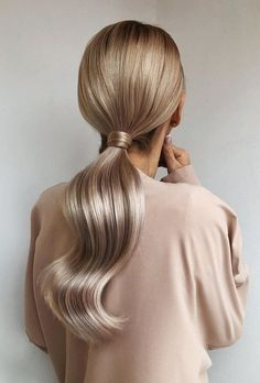 Pony tail hairstyles are so chic and stylish! Pair it with your beautiful dress, and shook all your guests with your glamorous look! Elegant Hairstyles, Pretty Hairstyles, Wedding Hairstyles, Fashion Hairstyles, Natural Hairstyles, Men Hairstyles, Easy Hairstyles For Prom, Long Blonde Hairstyles, Two Ponytail Hairstyles